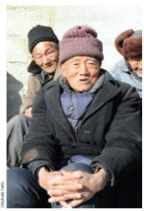 As of the end of 2012, the number of China's elderly population reached 194,000,000, or 14.3 percent of the total population.