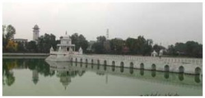 Ranipokhari is a historic artificial pond created in the heart of Katmandu. The city is a study in contrasts with the chaos of a modern city, coupled with the serenity of attractions such as this.