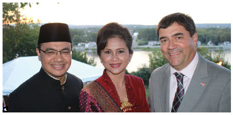 To mark the 70th anniversary of the independence of Indonesia, Ambassador Teuku Faizasyah and his wife, Andris Faizasyah, hosted a reception at their residence. (Photo: Ülle Baum)