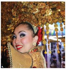 This Indonesian dancer, Azalea Carolina Gunawan, took part in the Travel and Vacation Show. (Photo: Ülle Baum)