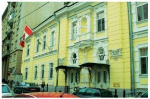 Canadian diplomats posted to Russia — who work in the embassy pictured here — have been busier thanks to a thaw in relations after the 2015 election. But the appointment of a new foreign minister has some experts wondering if relations will revert back to pre-2015 ways. (Photo: 6speeddiesel)