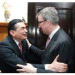The farewell reception for Mexican Ambassador Agustín García-López took place at his residence. Here, the ambassador welcomes Mayor Jim Watson. (Photo: Sam Garcia)