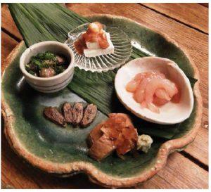 "At an izakaya, you can enjoy ""sakana,"" a snack that goes well with sake. (Photo: Kenjiro Monji)"