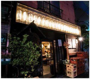 Premium sake izakaya in back streets draw in the sake lovers with glowing paper lanterns at night. (Photo: /©Makoto Takagi)