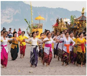 Indonesian women dance during a Balinese Melasti procession, a purification ceremony leading to the Nyepi holy day. (Photo: Copyright 2016, Robert S. Vibert)