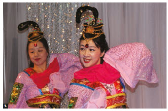 The Hong Kong-Canada Business Association's Ottawa Chinese New Year Gala took place at Chu Shing Restaurant. Shiyu Reynolds and Cindy Yang from the Xin Hua Dance Troupe performed. (Photo: Ülle Baum)