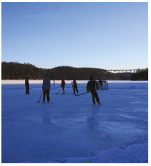 Ogopogo Resort offers skating on a lit lake rink, as well as snowshoeing and ice fishing. (Photo: ogopogo resort)