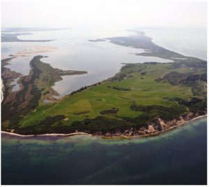 An aerial shot of Hiddensee, an island that's shaped like a seahorse and is only 250 metres wide at its narrowest point. (Photo: Klugschnacker)