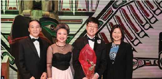 The Ottawa Symphonic Ensemble and Korean embassy hosted a gala at the Museum of Civilization. From left, Korean Ambassador Chan ho Ha, Canada-Korea Society president Young-Hae Lee, conductor Jung-Suk Ryu and Senator Yonah Martin. (Photo: Kim Young-Hwan)