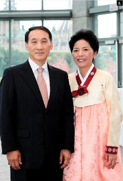 Korean Ambassador Chan Ho Ha and his wife, Young Shin Kim, hosted a national day event at the National Gallery. (Photo: Young-Whan Kim)