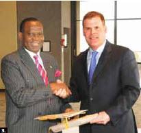 Nigerian Foreign Minister Olugbenga Ashiru signed a binational agreement with his counterpart, Foreign Minister John Baird in Ottawa. (Photo: Manuel Junior De La Cruz)