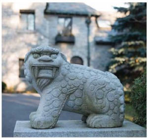 The fearsome haetae who guards the entrance to the residence.