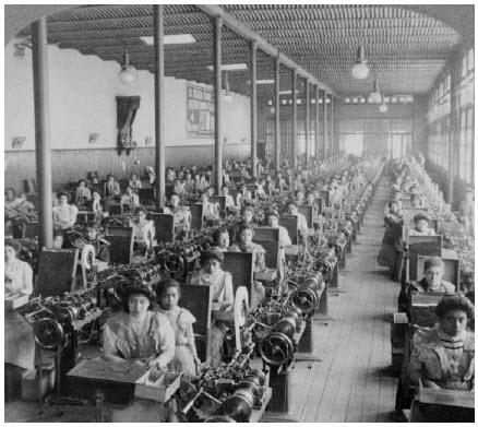 Women making cigarettes in the El Buen Tono factory in Mexico City.