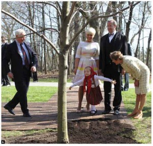 Lucy Turk curtsies at a tree-planting ceremony at the Rideau Hall hosted by Gov. Gen. David Johnston and his wife, Sharon, during the visit of Estonian President Toomas Hendrik Ilves and his wife, Evelin. (Photo: Ulle Baum)