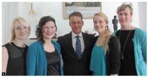 Swedish vocal group Kongero presented three concerts in Ottawa and Gatineau. From left: Singers Anna Wikenius, Lotta Andersson, Swedish Ambassador Teppo Tauriainen, singers Emma Bjorling and Lovisa Liljeberg. (Photo: Ulle Baum)