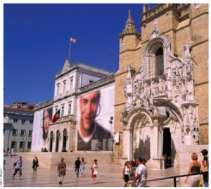 Coimbra, which houses one of the oldest and most prestigious universities in Europe, is marked by the distinctive Baroque style of the 1600s.