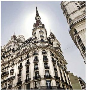 Along the Avenida de Mayo in Buenos Aires, one can enjoy the mix of art nouveau and neo-classical architecture.