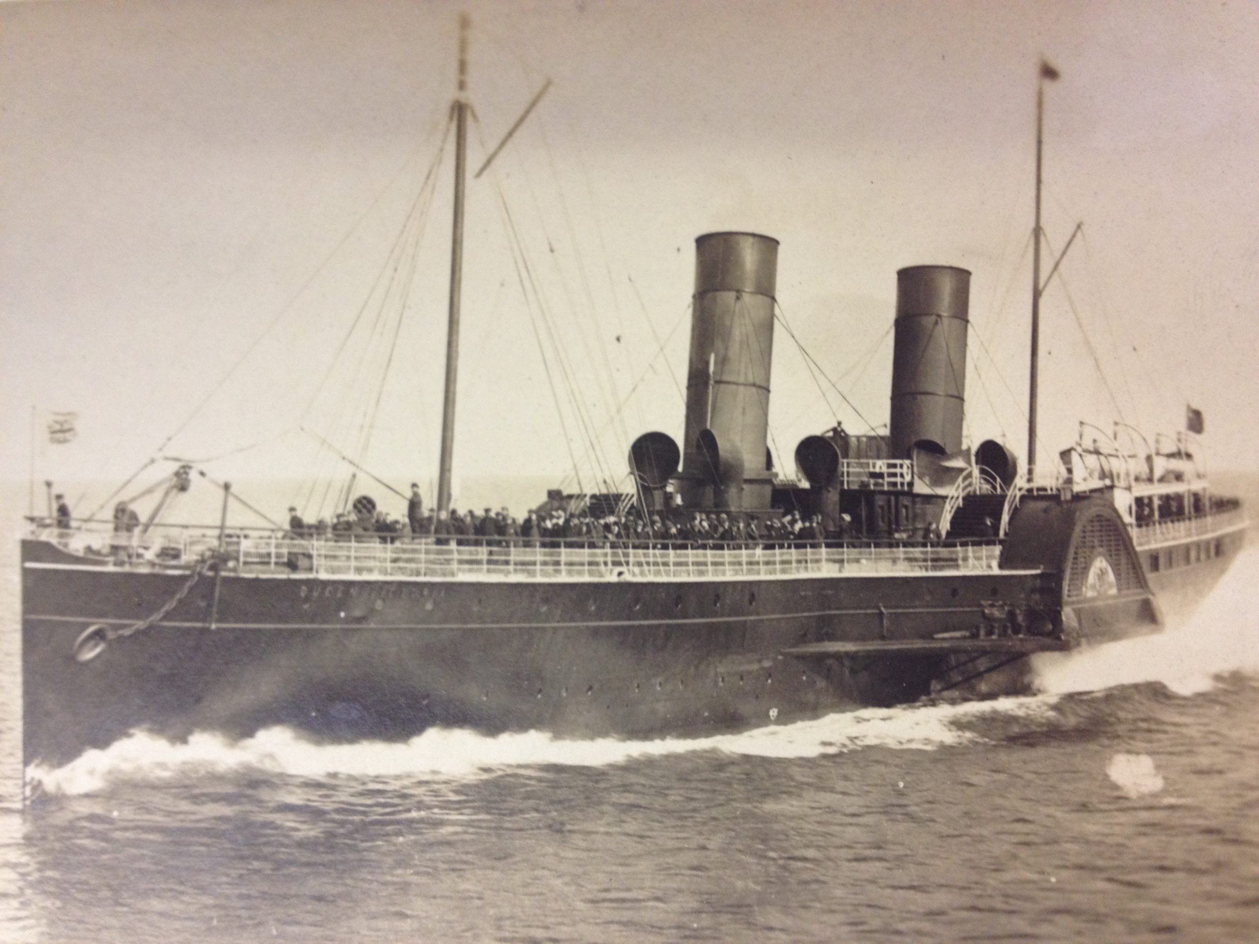 Isle_of_Man_Steam_Packet_Company_paddle_steamer_Queen_Victoria.