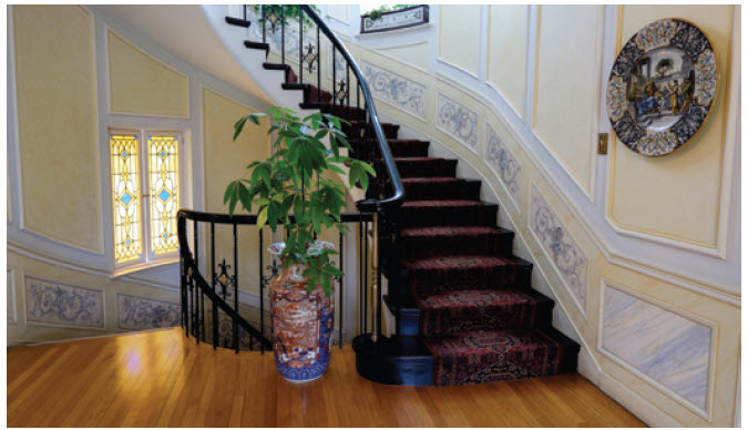 The staircases in the home are panelled with blue and white hand-painted motifs of grapes and flowers. They are restored and repaired by artists whenever required.