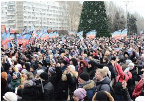 Pro-Russian supporters make their views known regarding the Russian expansion into Crimea. (Photo: Andrew Butko)