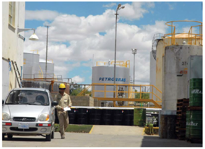 Big Brazilian corporations, such as Petrobras, along with medium and small businesses, operate in Angola. (Photo: Marcello Casal Jr/ABr)