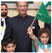 Pakistani High Commissioner Tariq Azim Khan held a flag-raising to mark the 69th anniversary of Pakistan's independence. He celebrated with members of the Pakistani community. (Photo: Ülle Baum)
