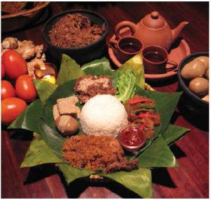 A gudeg meal, pictured here, is the ultimate Yogya delicacy and usually ends with hot sweet tea. (Photo: www.gudeglaminten.com)