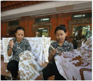 Artisans make Batik designs using wax and dye. Designated by UNESCO as a Masterpiece of Oral and Intangible Heritage of Humanity, Batik is an honoured legacy of Indonesia. (Photo: Ministry of Tourism of the Republic of Indonesia)
