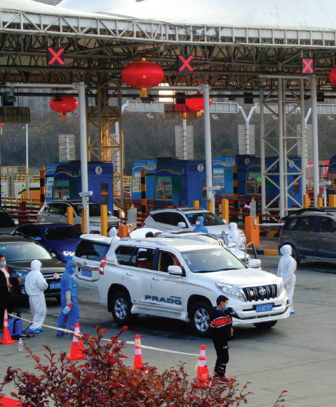 """Epidemic prevention"" measures at Qujiang Toll Station in Yanta District, Xi'an, are shown here. The first cases of COVID-19 were reported in Wuhan, China. (Photo: Liuxingy)"