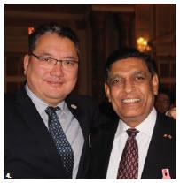 Mongolian Ambassador Ariunbold Yadmaa (left) and Sri Lankan High Commissioner Madukande Asoka Kumara Girihagama attended Japan's national day reception. (Photo: Ülle Baum)