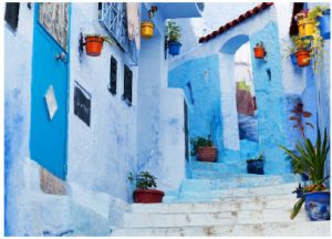 The different entryways and doors tucked into Chefchaouen's walls add to its charm. (Photo: Rochdiwafik)