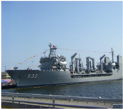 Taipei's navy has 40,000 regular and 67,000 reserve sailors and an aging fleet of 4 submarines, 26 destroyers, 22 frigates, 44 coastal defence fast attack craft and 10,000 marines. (Photo: r. arvin)