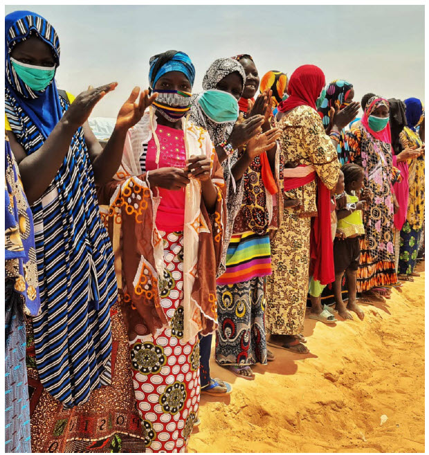 Forcibly displaced people in Oullam, Niger, receive non-food items such as soap, sleeping mats, blankets, kitchen utensils, buckets and/or jerry cans for water, among other items. (Photo: Selim Meddeb Hamrouni/UNHCR)