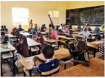 In a classroom in a newly built school in Oullam, Niger, children from displaced and local communities attend school together. (Photo: Jean Sebastien Josset/UNHCR)