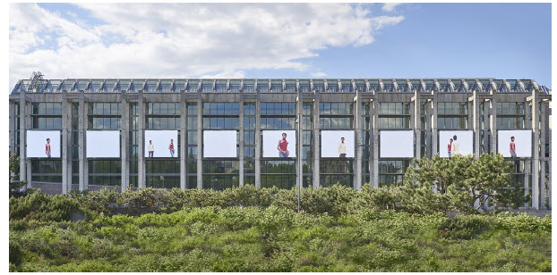 The large photographs in Geneviève Cadieux's Barcelone adorn the outer walls of the National Gallery of Canada. (Photo: National Gallery of Canada)