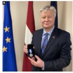 Latvian Ambassador Karlis Eihenbaums received an Order of Merit from the Estonian Central Council in Canada for outstanding contribution to building Latvian relations and advancing Baltic interests in Canada. (Photo: Ülle Baum)